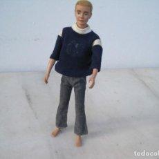 Barbie y Ken: KEN ANTIGUO ORIGINAL CON PELO. MARCADO. CON DOS ATUENDOS DE ROPA. Lote 223714146