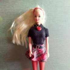 Barbie e Ken: MUÑECA BARBIE 1976. Lote 225264675