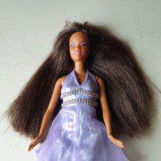 Barbie y Ken: BARBIE NEGRA FECHA NUCA 1990. INCLUYE VESTIDO DE FIESTA Y ZAPATOS DE PLATAFORMA A JUEGO. Lote 229370510