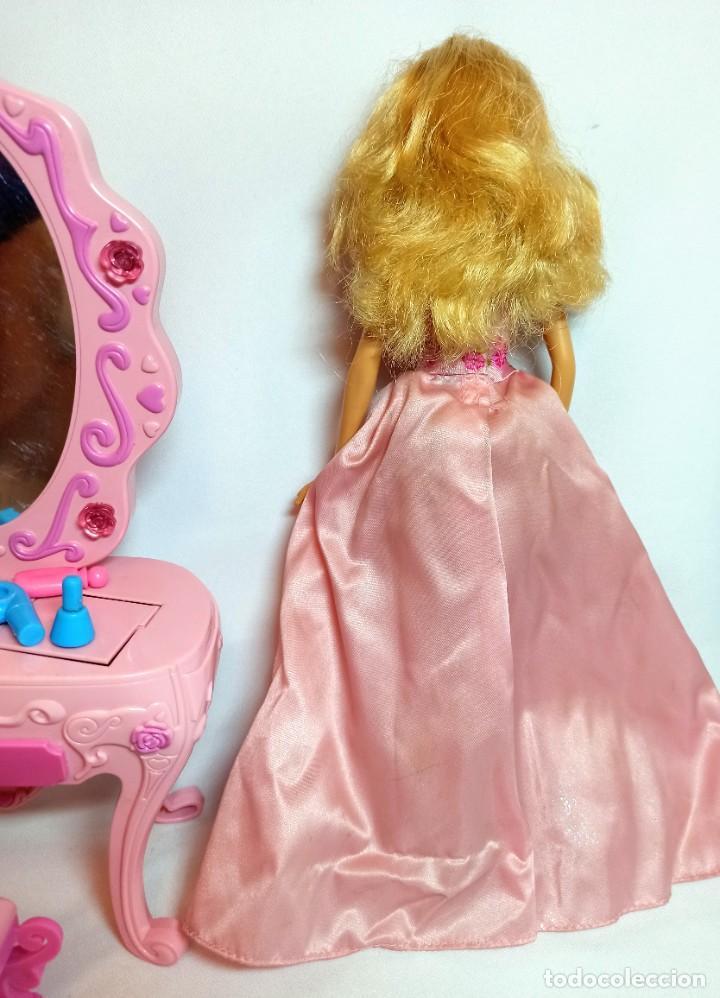 Barbie y Ken: Muñeca coleccion Nº696 Barbie Cinderella Maxi Vanity con tocador - Foto 4 - 233359855