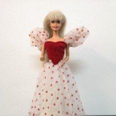 Barbie y Ken: MUÑECA BARBIE AÑOS 70 CON VESTIDO LOVING YOU (DE CORAZONES) Y CON LOS ZAPATOS ORIGINALES. MATTEL. Lote 240422950