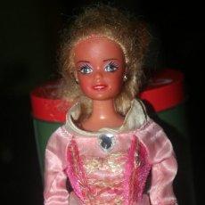 Barbie y Ken: ANTIGUA MUÑECA TIPO BARBIE. Lote 243140905