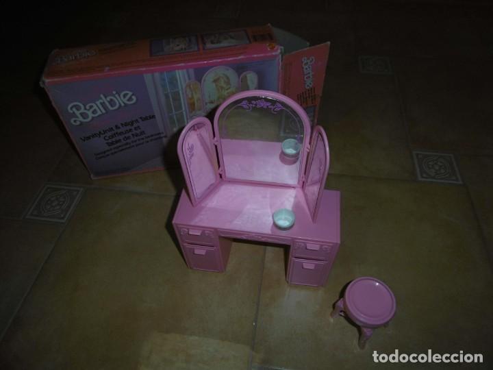 BARBIE TOCADOR Y MESITA DE NOCHE (Juguetes - Muñeca Extranjera Moderna - Barbie y Ken)