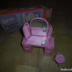 Barbie y Ken: BARBIE TOCADOR Y MESITA DE NOCHE. Lote 244749860