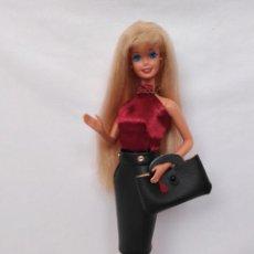Barbie y Ken: PRECIOSA BARBIE AÑOS 90 CON CONJUNTO. Lote 248309505