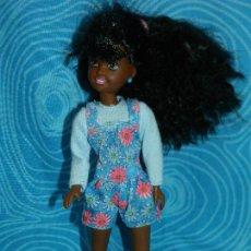 Barbie e Ken: MUÑECA SKIPPER NEGRA HERMANA BARBIE1991 NUCA. Lote 252023325