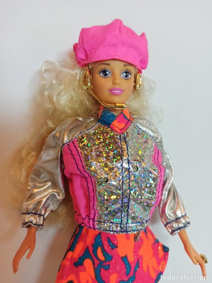 Barbie y Ken: Muñeca Sindy de Hasbro Ritmo Rock con luces - Foto 2 - 253905325