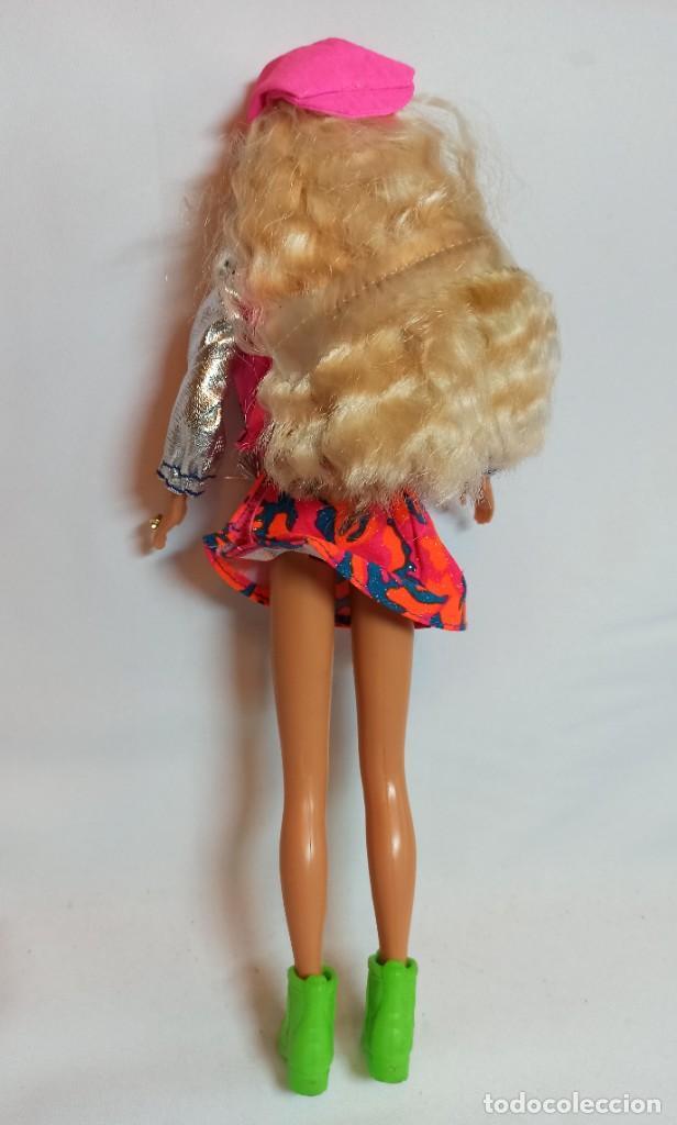 Barbie y Ken: Muñeca Sindy de Hasbro Ritmo Rock con luces - Foto 4 - 253905325