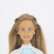 Barbie y Ken: BARBIE CALI GIRL SURF / CALIFORNIA CON PENDIENTES Y CAMISETA ORIGINALES - MATTEL, 2004. Lote 254293820
