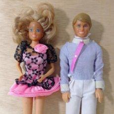 Barbie y Ken: PAREJA AÑOS 80 BARBIE (MADE IN SPAIN) Y KEN (SIN MARCAS NI SELLOS DE FABRICA) + TRAJE Y VESTIDO. Lote 260801225