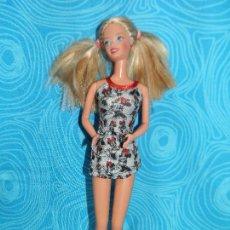 Barbie y Ken: MUÑECA BARBIE MATTEL, 1976 EN NUCA. Lote 267574249