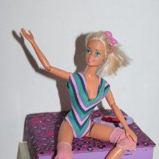 Barbie e Ken: MUÑECA BARBIE GIMNASTA ARTICULADA MUCHAS POSICIONES ROPA ORIGINAL - MATTEL 1975 - BUEN ESTADO. Lote 274893988