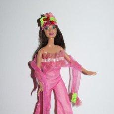 Barbie e Ken: MUÑECA BARBIE CON CONJUNTO CUBA DE VESTIDOS DEL MUNDO - MATTEL 2003 - MUY BUEN ESTADO. Lote 275329408