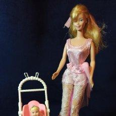 Barbie y Ken: MUÑECA BARBIE CON SILLITA Y BEBE. Lote 289251158