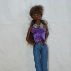 Barbie e Ken: 44- MUÑECA BARBIE NEGRA OJOS MARRONES CON CONJUNTO VAQUERO JEANS AZUL ORIGINAL AÑO 1987 MATTEL DOLL. Lote 291315613