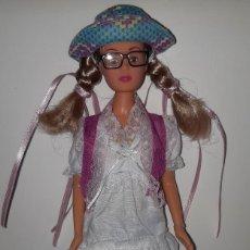 Barbie y Ken: MUÑECA TIPO BARBIE PATITO FEO. Lote 295482743