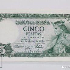 Billetes españoles: BILLETE DE 5 PESETAS / PTAS - EMISIÓN 22 DE JULIO DE 1954 - SERIE P - CALIDAD EBC+. Lote 98362063