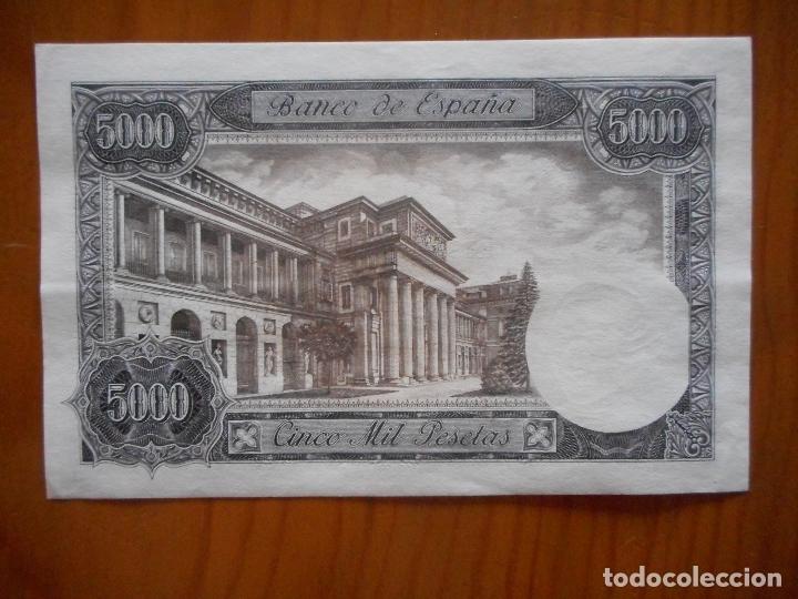 Billetes españoles: Billete de 5000 pesetas de 1976. Serie U. Carlos III. Nuevo, no circulado - Foto 2 - 176009982