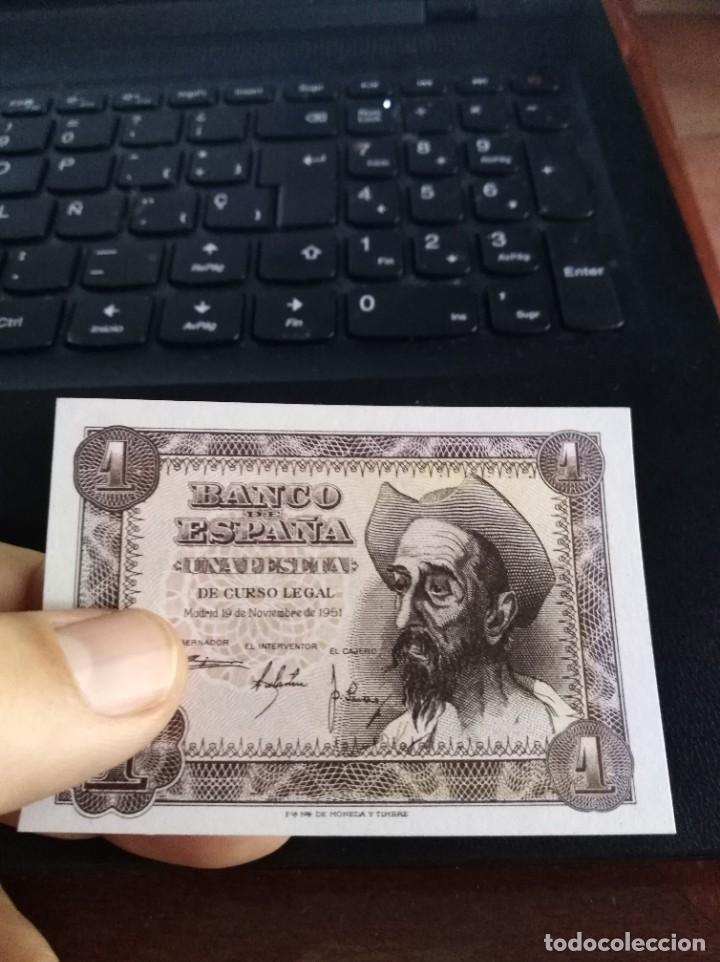 Billetes españoles: BILLETE DE 1 PESETA EMISIÓN 19 NOVIEMBRE 1951 SERIE B SIN CIRCULAR - Foto 3 - 195447816