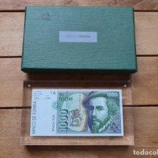 Billetes españoles: BILLETE 1.000 PESETAS NULO EN METACRILATO CON ESTUCHE BANCO DE ESPAÑA. . Lote 201834640