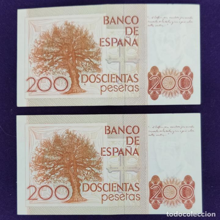 Billetes españoles: 2 BILLETES DE 200 PESETAS CORRELATIVOS. 1980. SIN SERIE. ORIGINALES. - Foto 2 - 207923217