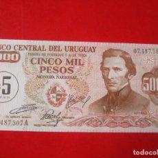 Billetes extranjeros: URUGUAY. BILLETE DE 5 NUEVOS PESOS SOBRE 5000 PESOS. 1975. Lote 109335339
