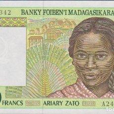 Billetes extranjeros: BILLETES - MADAGASCAR - 100 ARIARY-500 FRANCS (1994) SERIE A 24564373 - PICK-75A (SC). Lote 156919342