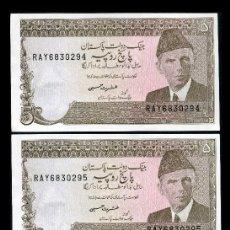 Billetes extranjeros: PAKISTAN 5 RUPIAS AÑO 1977 - PAREJA CORRELATIVA ( MUHAMMAD ALI JIHNAH - FUNDADOR DE PAKISTAN ). Lote 204149191