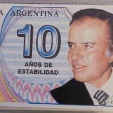 Billetes extranjeros: BILLETE DE ARGENTINA MENEM 10 AÑOS DE ESTABILIDAD 1999. Lote 270133763