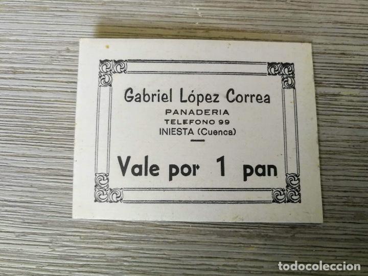 VALE POR 1 PAN - PANADERIA GABRIEL LOPEZ CORREA - INIESTA CUENCA - EN CARTON - 8 X 6 CM - EN BUEN ES (Numismática - Notafilia - Billetes Locales)