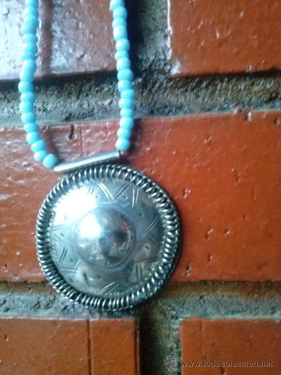 Joyeria: Collar de pequeñas turquesas con medallón en el extremo. 25,5 cms. - Foto 2 - 33798781