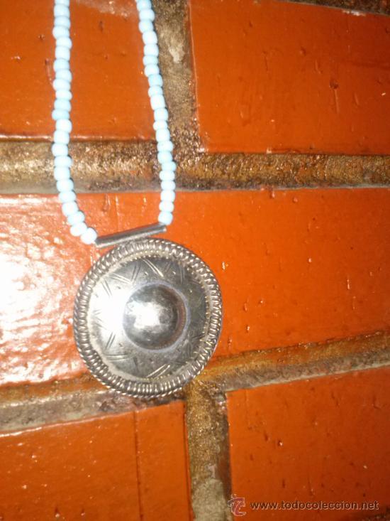 Joyeria: Collar de pequeñas turquesas con medallón en el extremo. 25,5 cms. - Foto 4 - 33798781