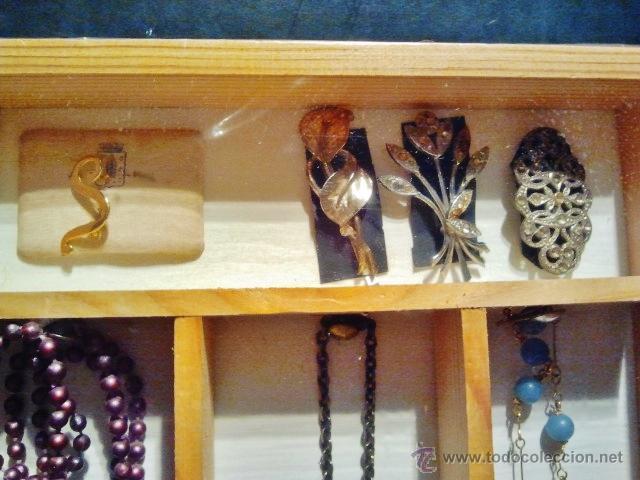 Joyeria: Lote de bisutería antigua. Consta de 3 collares y 4 broches de diferentes materiales. - Foto 2 - 39601782