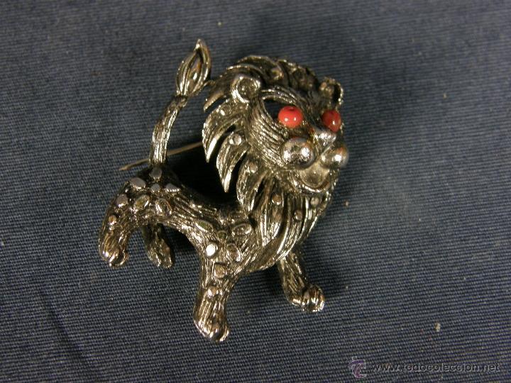 Joyeria: broche en forma de león metal plateado decoración flores en el cuerpo ojos vidrio rojo años 50 - Foto 4 - 40921368