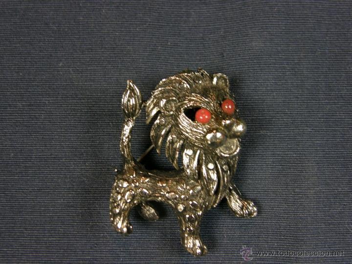 Joyeria: broche en forma de león metal plateado decoración flores en el cuerpo ojos vidrio rojo años 50 - Foto 5 - 40921368