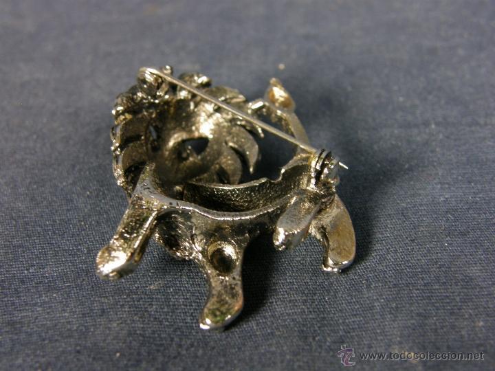 Joyeria: broche en forma de león metal plateado decoración flores en el cuerpo ojos vidrio rojo años 50 - Foto 6 - 40921368