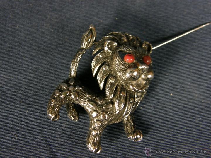 Joyeria: broche en forma de león metal plateado decoración flores en el cuerpo ojos vidrio rojo años 50 - Foto 7 - 40921368