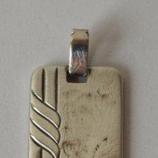 Joyeria: CHAPA COLGANTE DE PLATA DE LEY. 2,5 X 1,6 CM. 7 GRAMOS. VER FOTOS Y DESCRIPCION.. Lote 43864279