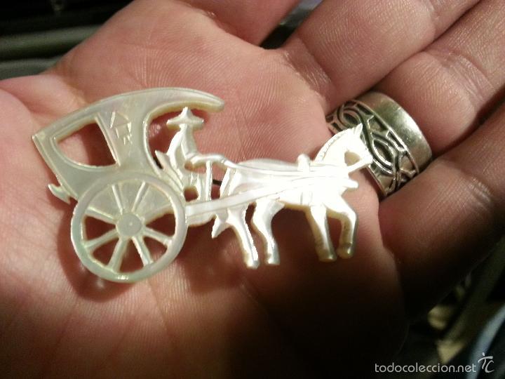 Joyeria: broche de nácar madreperla calado precioso coche de caballo - Foto 3 - 56172707