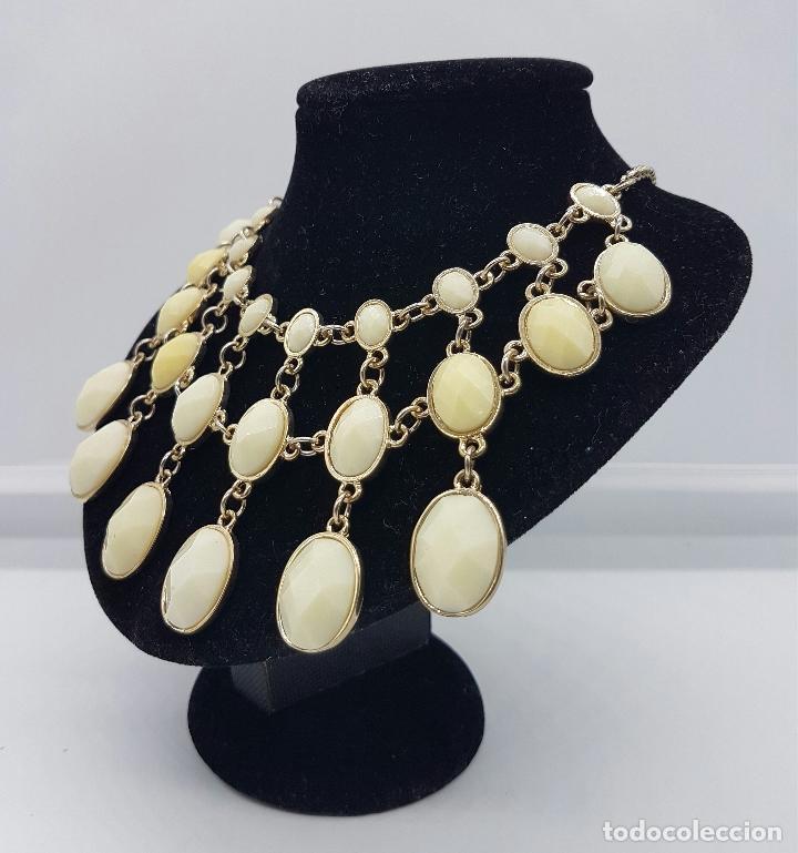 Joyeria: Gargantilla sofisticada con acabado en bronce y cabujónes en símil de marfil facetado . - Foto 2 - 167065041