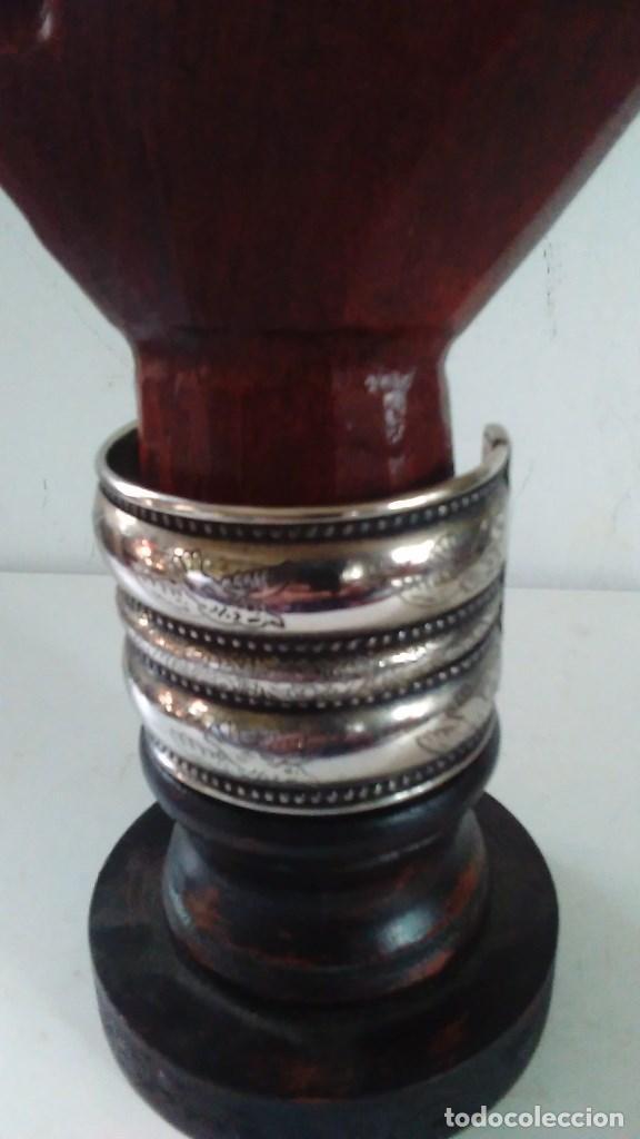 Joyeria: Pulsera brazalete de metal plateado - Foto 2 - 84817244