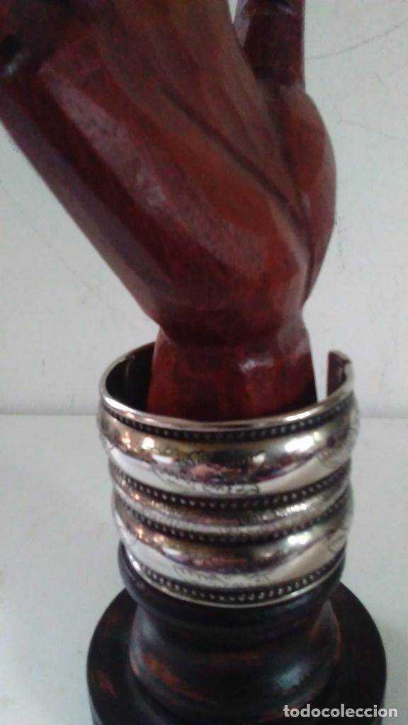 Joyeria: Pulsera brazalete de metal plateado - Foto 4 - 84817244