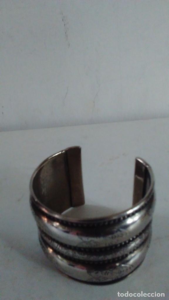 Joyeria: Pulsera brazalete de metal plateado - Foto 7 - 84817244