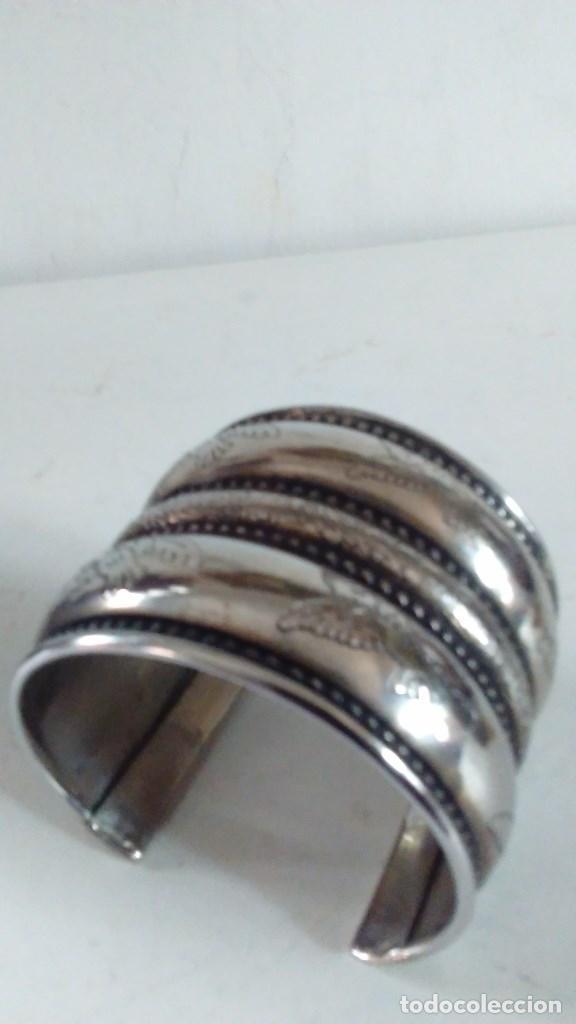 Joyeria: Pulsera brazalete de metal plateado - Foto 9 - 84817244