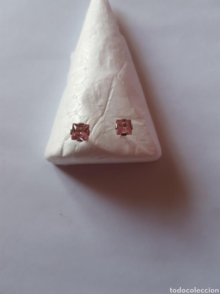 Joyeria: Pendientes de plata con piedra cuadrada de cristal rosa. 5mm de diámetro. Cierre de mariposa - Foto 2 - 104120899