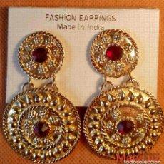 Joyeria - PENDIENTES DE LA INDIA. MUY GRANDES. Dorados con piedras rojas. Años 80-90. No han sido usados. - 105996719