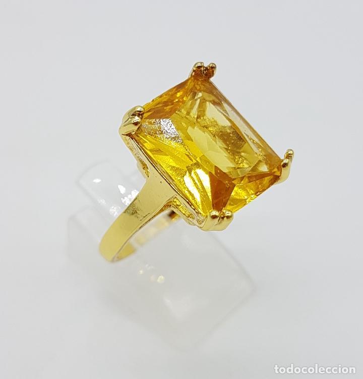 Joyeria: Anillo de estilo art decó con símil de citrino talla esmeralda y acabado en oro de 14k . - Foto 3 - 180079607