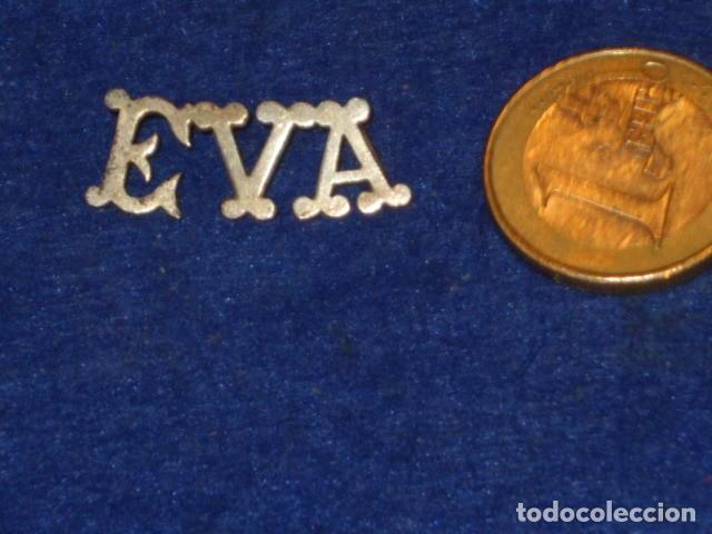 COLGANTE DE LETRAS CON NOMBRE EVA.PLATA. (Bisutería)