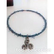 Joyeria: COLLAR GARGANTILLA VAQUERA COLGANTE DE PROTECCIÓN TRISQUEL. Lote 133441578