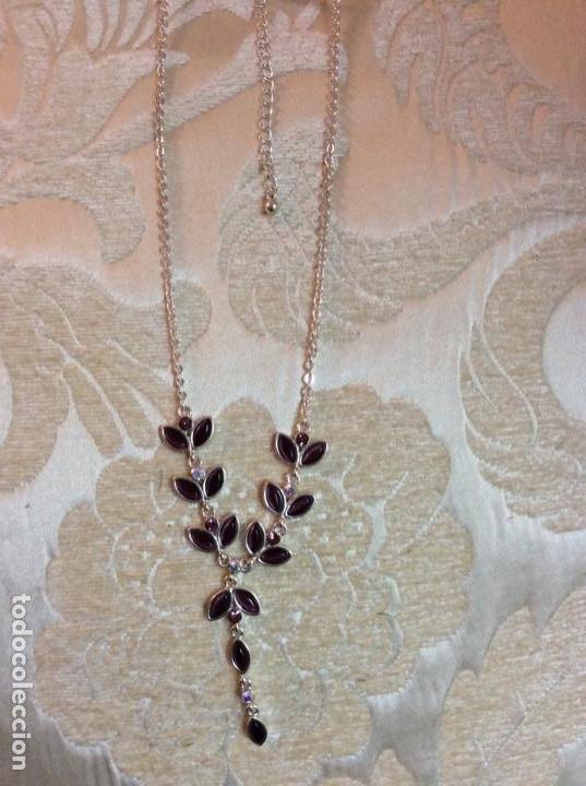 Joyeria: Collar gargantilla de metal plateado con hojas color amatista - Foto 5 - 137590638